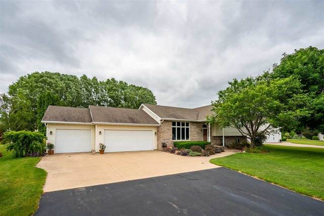 W2533 Wedgewood Court, Appleton, WI 54915 (#50242546) :: Todd Wiese Homeselling System, Inc.