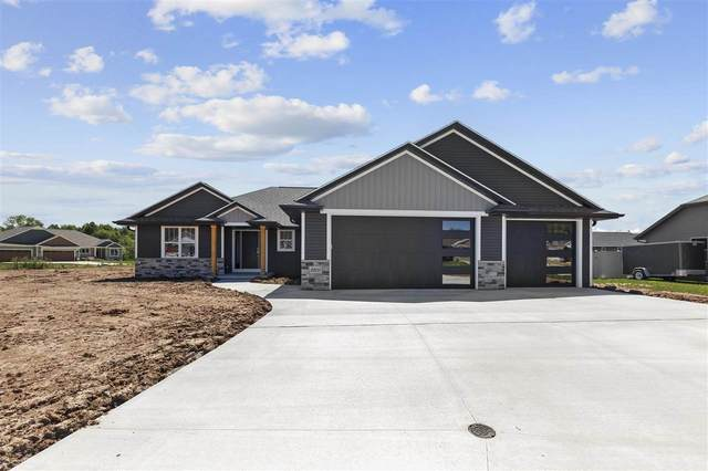 2203 Creeksedge Circle, De Pere, WI 54115 (#50243429) :: Todd Wiese Homeselling System, Inc.