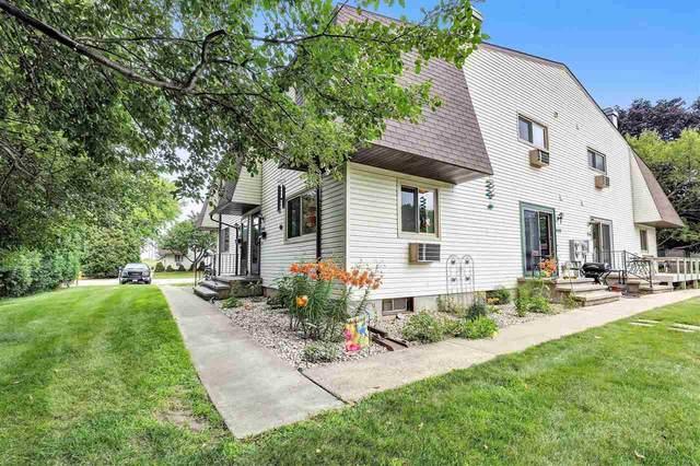 840 Kay Kourt, Neenah, WI 54956 (#50244675) :: Todd Wiese Homeselling System, Inc.