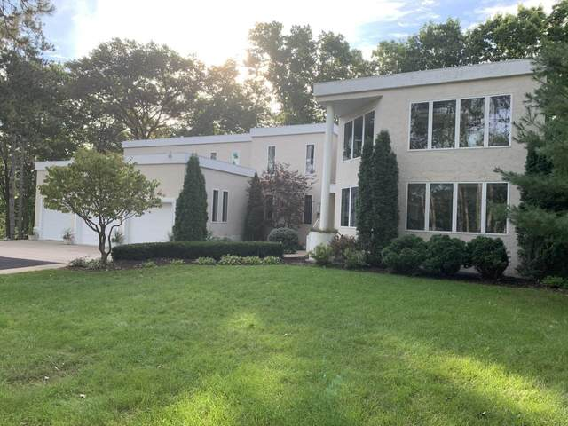2851 Hidden Lake Lane, Suamico, WI 54313 (#50247563) :: Town & Country Real Estate