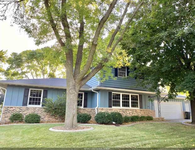 2324 S Clover Lane, Appleton, WI 54915 (#50248539) :: Carolyn Stark Real Estate Team