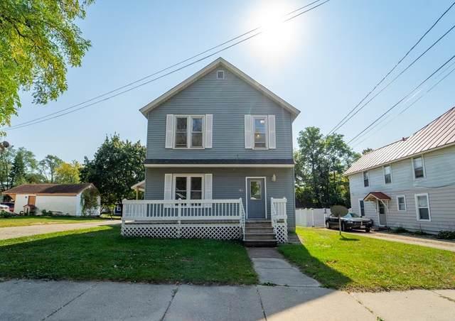 310 Waupaca Street, Waupaca, WI 54981 (#50248810) :: Todd Wiese Homeselling System, Inc.