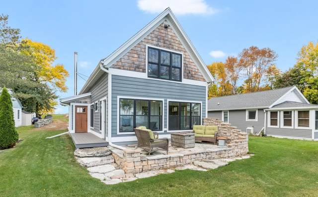 3254 Hwy S, Little Suamico, WI 54141 (#50249073) :: Town & Country Real Estate