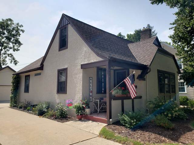 824 Allouez Terrace, Green Bay, WI 54301 (#50249599) :: Symes Realty, LLC