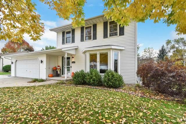 2401 E Ridge Terrace, Green Bay, WI 54311 (#50249608) :: Ben Bartolazzi Real Estate Inc