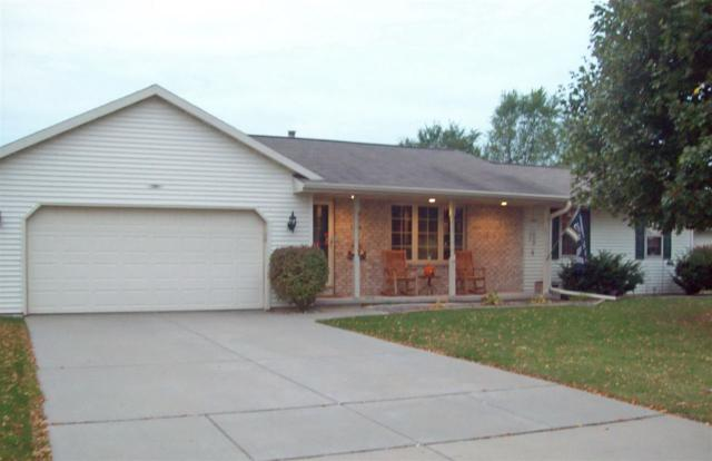 1386 S Carrington Lane, De Pere, WI 54115 (#50173076) :: Todd Wiese Homeselling System, Inc.