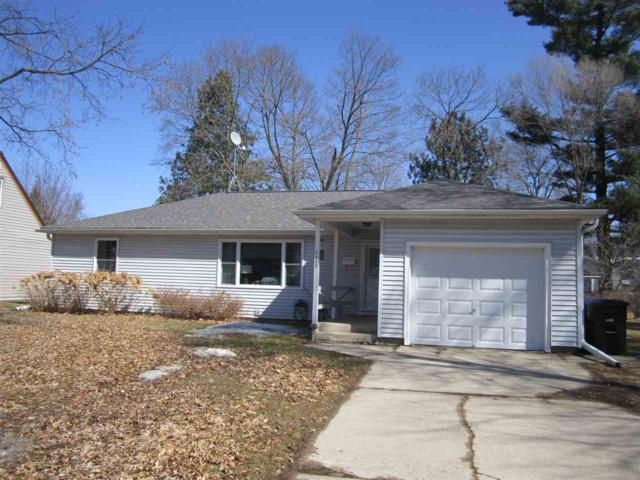 1122 S Lincoln Street, Shawano, WI 54166 (#50180065) :: Dallaire Realty