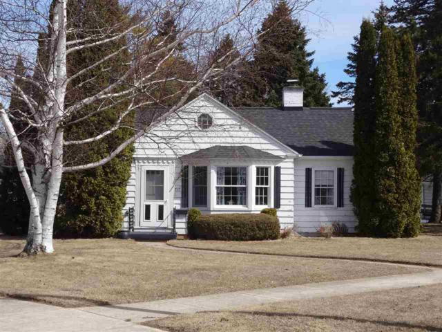 717 Dorelle Street, Kewaunee, WI 54216 (#50180400) :: Dallaire Realty
