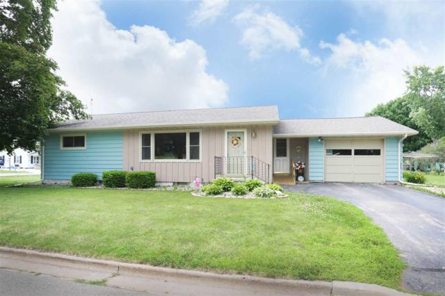 389 Center Street, Manawa, WI 54949 (#50186586) :: Dallaire Realty