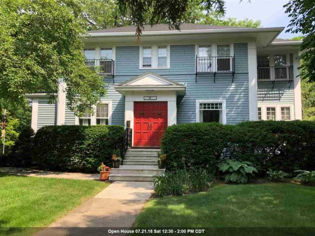 3207 S Webster Avenue, Green Bay, WI 54301 (#50187173) :: Todd Wiese Homeselling System, Inc.