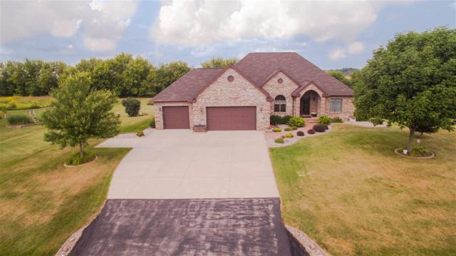 W7446 Ridgeside Drive, Neenah, WI 54956 (#50189921) :: Dallaire Realty