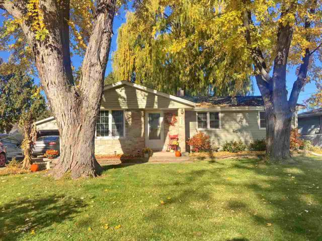 2322 East River Drive, Green Bay, WI 54301 (#50194328) :: Todd Wiese Homeselling System, Inc.