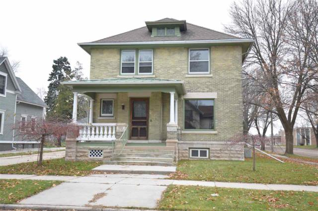1202 7TH Street, Manitowoc, WI 54220 (#50195277) :: Todd Wiese Homeselling System, Inc.