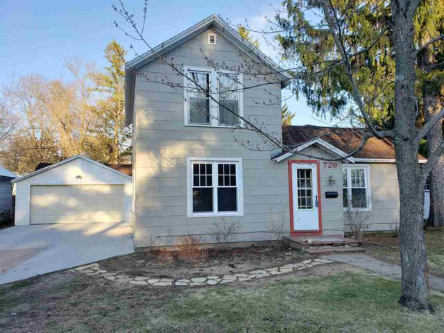 729 8TH Street, Waupaca, WI 54981 (#50196621) :: Dallaire Realty