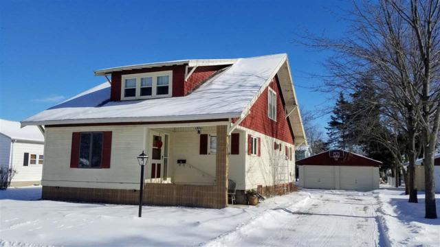 1004 S Pearl Street, New London, WI 54961 (#50197629) :: Todd Wiese Homeselling System, Inc.