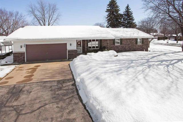 4 Oneida Court, Appleton, WI 54911 (#50199068) :: Todd Wiese Homeselling System, Inc.