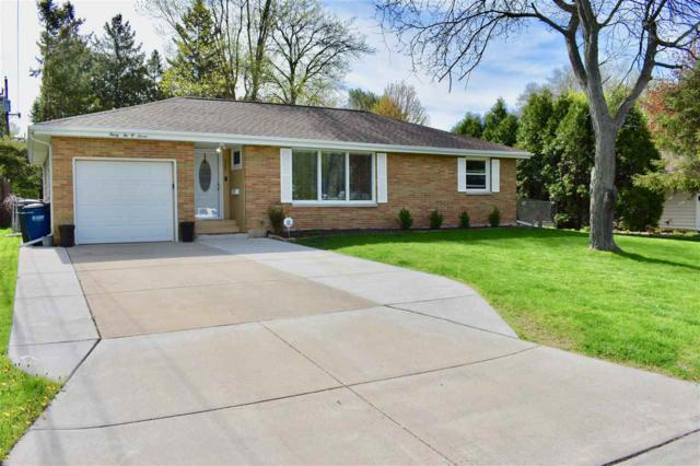 3207 S Clay Street, Green Bay, WI 54301 (#50203070) :: Dallaire Realty