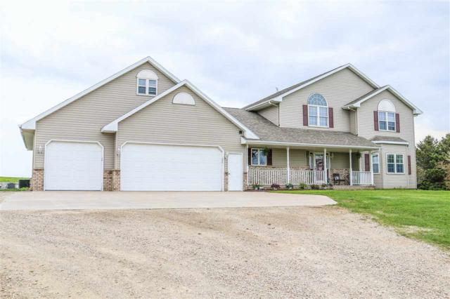 W9811 School Road, Hortonville, WI 54944 (#50203239) :: Todd Wiese Homeselling System, Inc.
