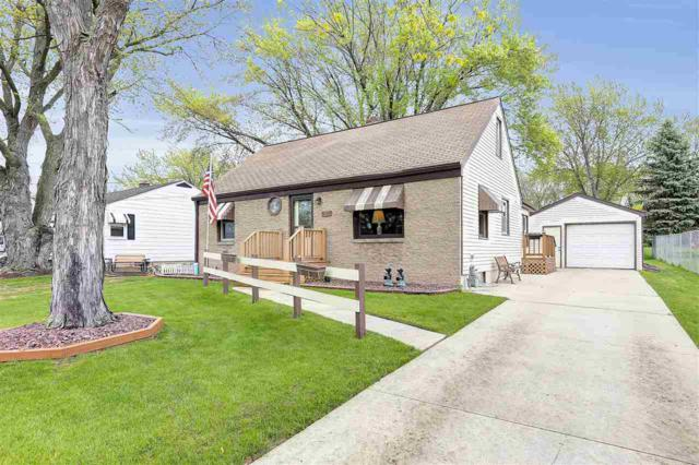 327 Legion Court, De Pere, WI 54115 (#50203741) :: Todd Wiese Homeselling System, Inc.