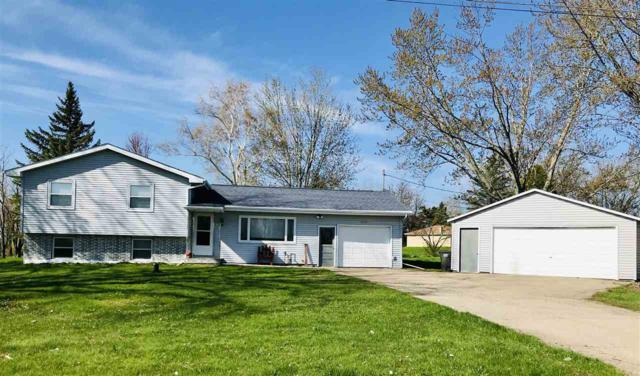N1901 Clover Lane, Greenville, WI 54942 (#50203908) :: Todd Wiese Homeselling System, Inc.
