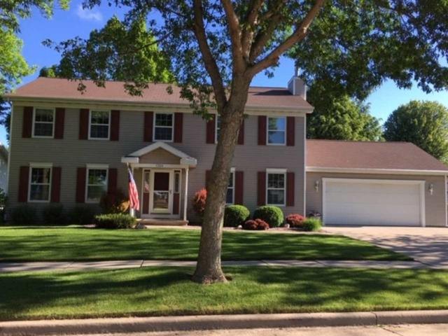 1324 E Wyndmere Drive, Appleton, WI 54913 (#50204767) :: Todd Wiese Homeselling System, Inc.