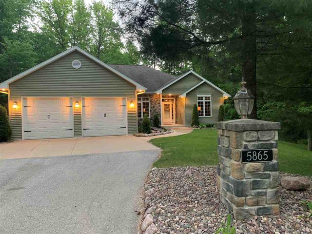 5865 Timber Haven Drive, Little Suamico, WI 54141 (#50204850) :: Dallaire Realty
