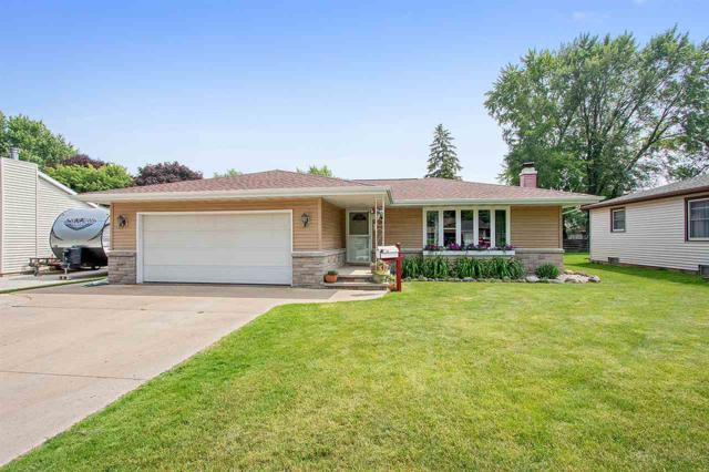1025 W Parkway Boulevard, Appleton, WI 54914 (#50206517) :: Dallaire Realty
