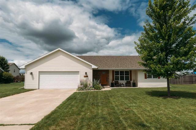 2670 Boxwood Circle, De Pere, WI 54115 (#50208120) :: Todd Wiese Homeselling System, Inc.