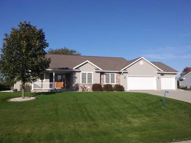 N5992 Hideaway Lane, Fond Du Lac, WI 54937 (#50212452) :: Todd Wiese Homeselling System, Inc.