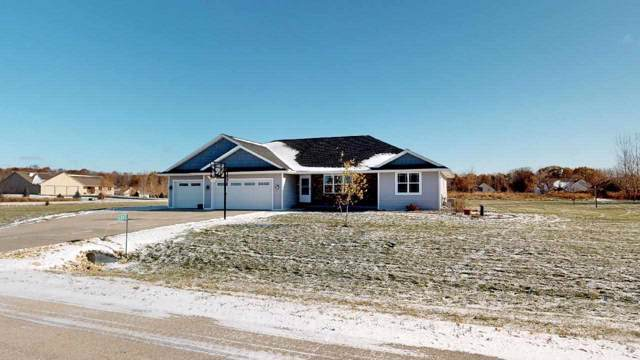 4082 Silver Bow Lane, Pulaski, WI 54162 (#50214020) :: Todd Wiese Homeselling System, Inc.