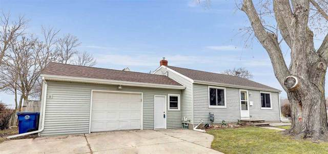 1072 Suburban Drive, De Pere, WI 54115 (#50214529) :: Todd Wiese Homeselling System, Inc.