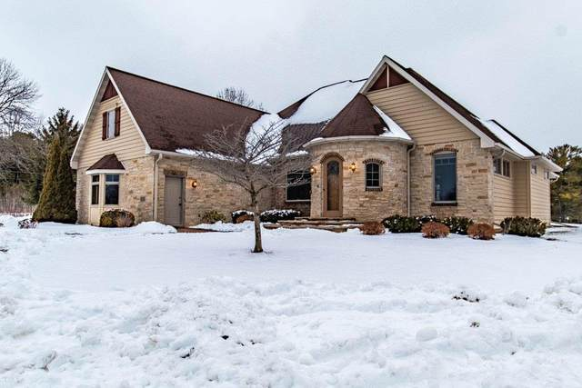 E5410 Golf Drive, Kewaunee, WI 54216 (#50216266) :: Dallaire Realty