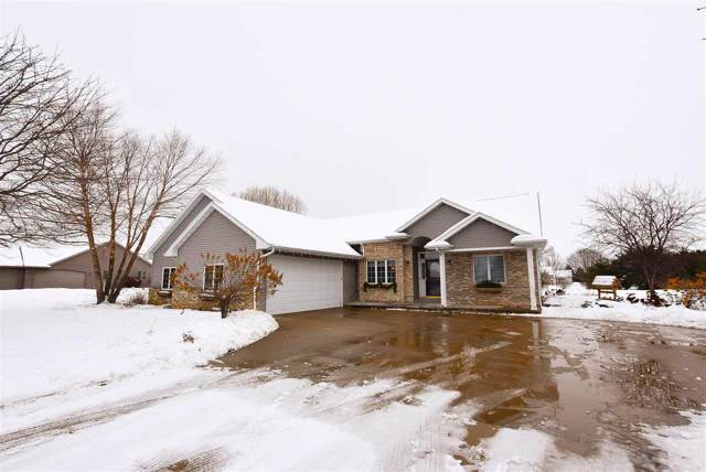 8076 Galaxy Drive, Neenah, WI 54956 (#50216580) :: Todd Wiese Homeselling System, Inc.