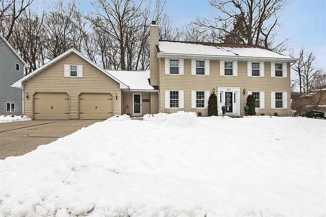 2496 Wildwood Drive, Green Bay, WI 54302 (#50216757) :: Todd Wiese Homeselling System, Inc.