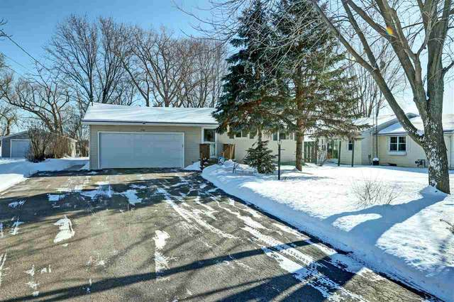 1735 W Butte Des Morts Beach Road, Neenah, WI 54956 (#50217458) :: Todd Wiese Homeselling System, Inc.