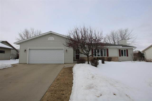 1002 Carriage Lane, Fond Du Lac, WI 54935 (#50217798) :: Todd Wiese Homeselling System, Inc.