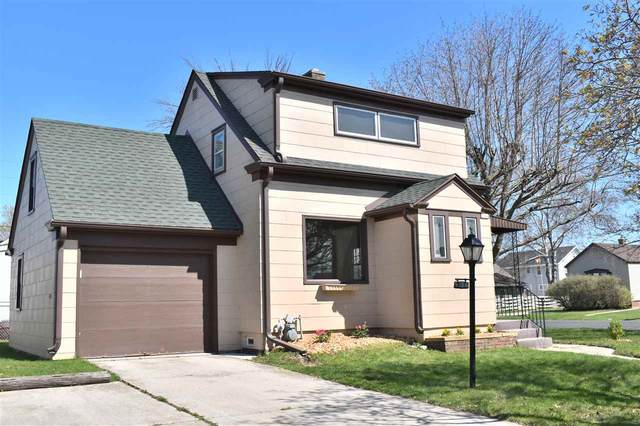 1341 S 20TH Street, Manitowoc, WI 54220 (#50217860) :: Dallaire Realty