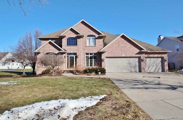 3120 S Gothic Circle, Green Bay, WI 54313 (#50218770) :: Todd Wiese Homeselling System, Inc.