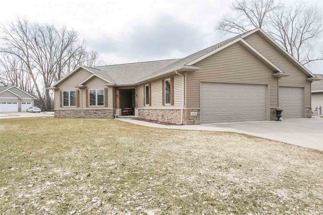 1435 W Casual Ct Court, Appleton, WI 54913 (#50219144) :: Todd Wiese Homeselling System, Inc.
