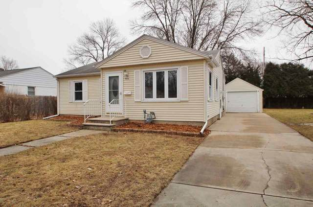 905 Colonial Avenue, Green Bay, WI 54304 (#50219236) :: Todd Wiese Homeselling System, Inc.