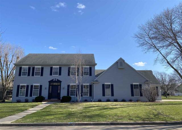1129 E Overland Road, Appleton, WI 54914 (#50220833) :: Todd Wiese Homeselling System, Inc.