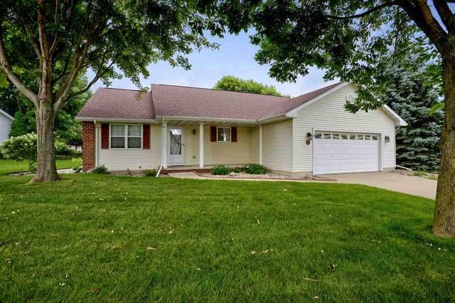1419 W Woodstone Drive, Appleton, WI 54914 (#50225226) :: Todd Wiese Homeselling System, Inc.