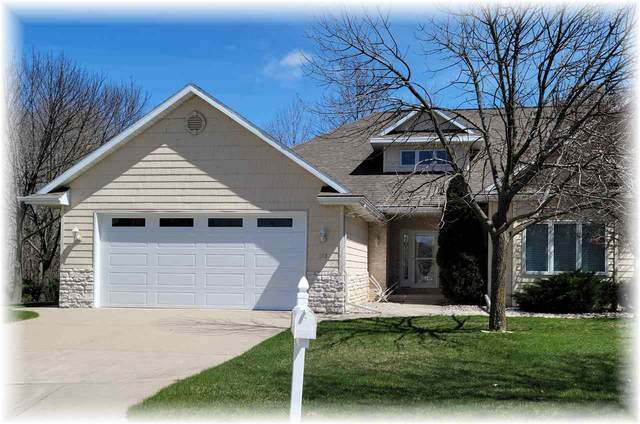 325 Hidden Ridges Court, Combined Locks, WI 54113 (#50232971) :: Ben Bartolazzi Real Estate Inc