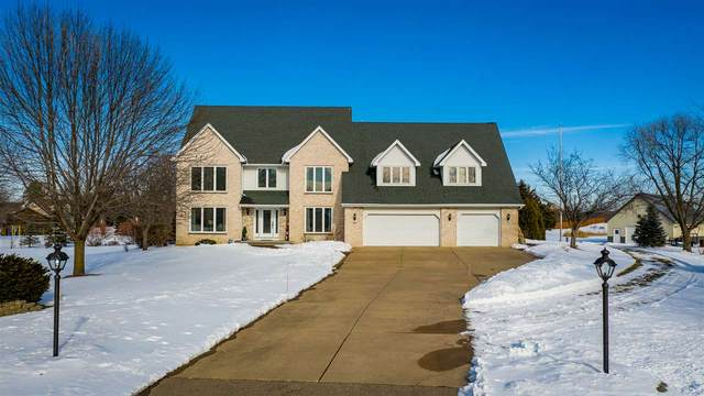 2925 East Ridge Place, Neenah, WI 54956 (#50235242) :: Town & Country Real Estate