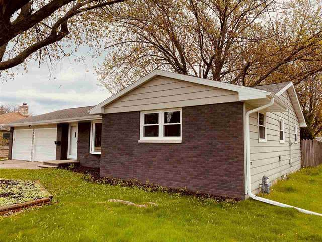 3455 S Webster Avenue, Green Bay, WI 54301 (#50239914) :: Todd Wiese Homeselling System, Inc.