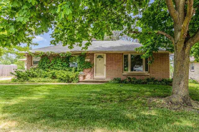 407 E Allouez Avenue, Green Bay, WI 54301 (#50241882) :: Todd Wiese Homeselling System, Inc.