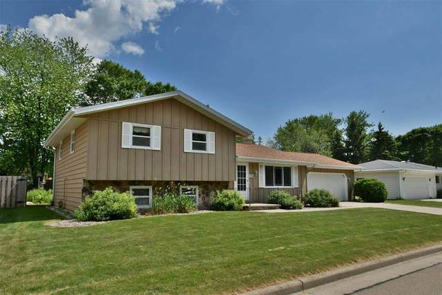 1137 Woodland Drive, Menasha, WI 54952 (#50242042) :: Ben Bartolazzi Real Estate Inc