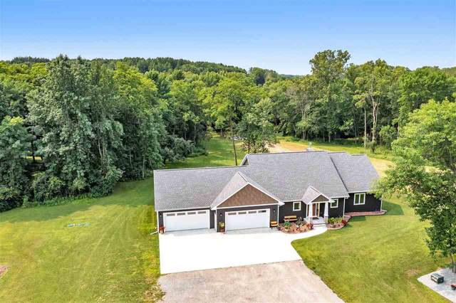 5183 Lade Beach Road, Little Suamico, WI 54141 (#50245057) :: Symes Realty, LLC