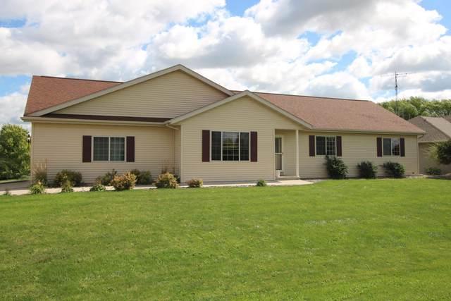 W7018 Cobblestone Drive, Fond Du Lac, WI 54937 (#50247610) :: Todd Wiese Homeselling System, Inc.