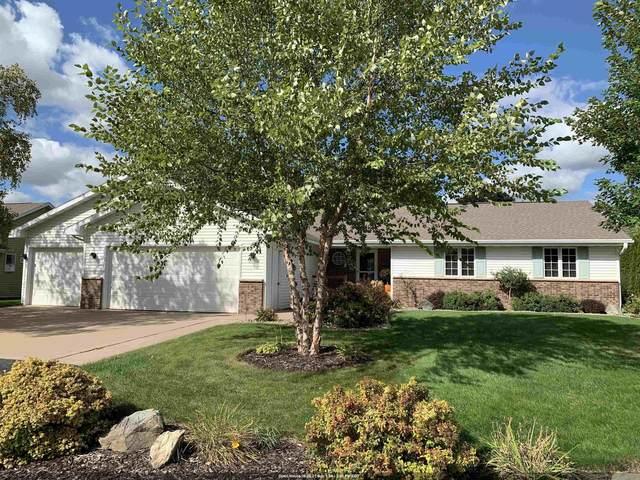 W6076 Golden Court, Appleton, WI 54915 (#50248422) :: Ben Bartolazzi Real Estate Inc